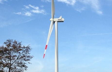 WindPlan GmbH Bürgerwindpark Wrohm-Osterrade - Windkraftanlage von der Seite